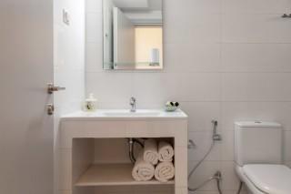 apartment 2 agni studios bathroom