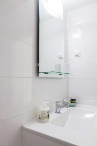 starfish suite agni bathroom area