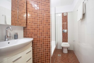 peal suite agni bathroom